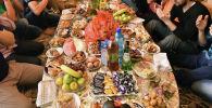 Мусульмане за столом. Архивное фото