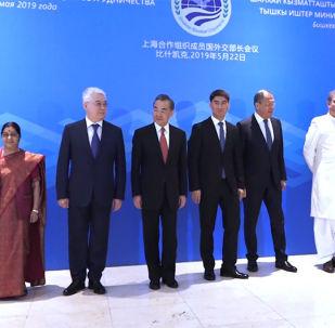 В Бишкеке состоялось заседание министров иностранных дел стран — участниц Шанхайской организации сотрудничества. Они подготовили проекты документов к саммиту ШОС, который также состоится в Бишкеке.