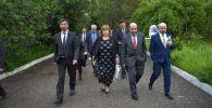 Мэр Бишкека Азиз Суракматов встретился с президентом Европейского банка реконструкции и развития (ЕБРР) Сумой Чакрабарти на водозаборе Орто-Алыш
