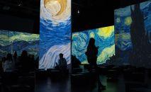 Посетители на открытии мультимедийной выставки От Моне до Малевича. Великие модернисты. Архивное фото