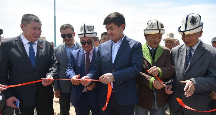 Премьер-министр Кыргызской Республики Мухаммедкалый Абылгазиев в рамках рабочей поездки в Нарынскую область принял участие в церемонии открытия бассейна суточного регулирования в Джумгальском районе