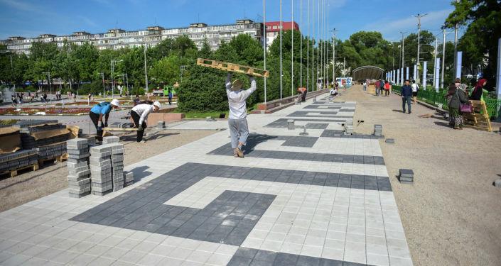 Мэрия Бишкека облагораживает территорию вокруг Национальной филармонии имени Токтогула Сатылганова