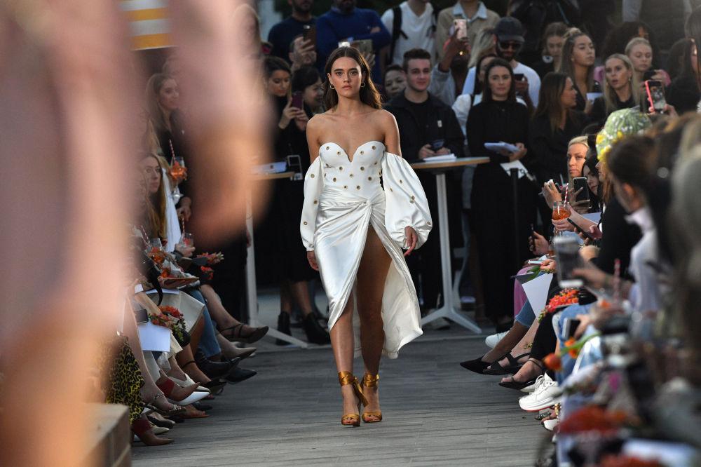 Еще одно платье от Simkhai