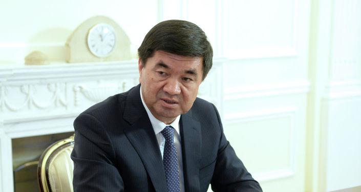 Премьер-министр Мухаммедкалый Абылгазиев во время встречи с президентом КР