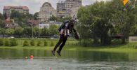 Британский инженер Ричард Браунинг продемонстрировал в Белграде (Сербия) реактивный костюм, в котором он летает, словно герой блокбастера Железный человек.