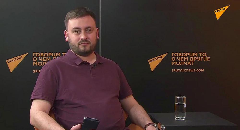 Шеф-редактор информагентства Sputnik Литва Марат Касем во время беседы на радио