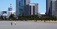 Вид на офисные здания в городе Токио. Архивное фото