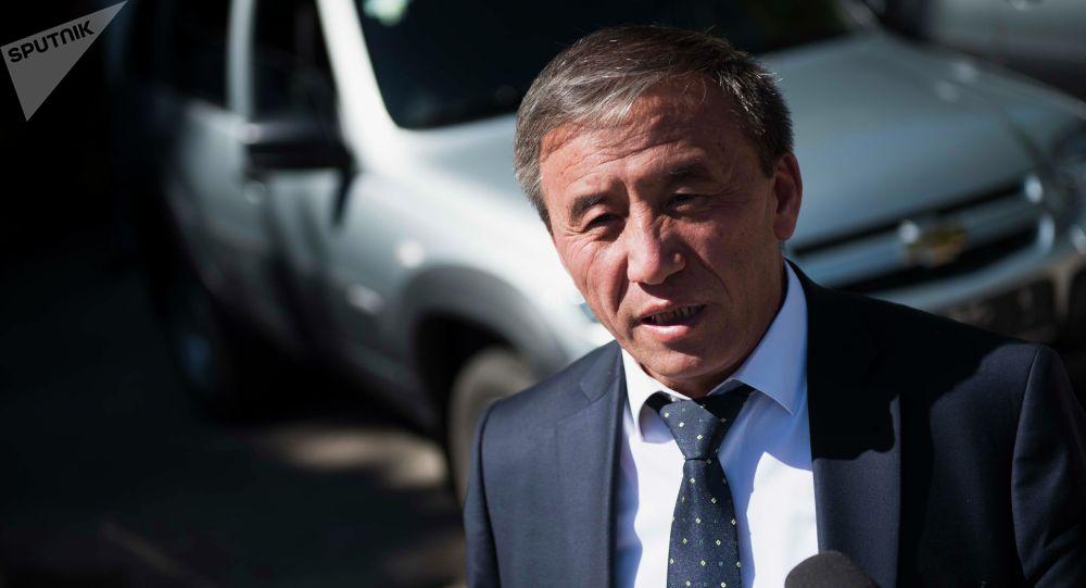 Айыл чарба, тамак-аш өнөр жайы жана мелиорация министри Эркинбек Чодуев. Архивдик сүрөт