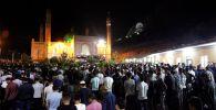 В центральной мечети Оша Кадыр тун (Ночь предопределения) встретили около 18 тысяч человек
