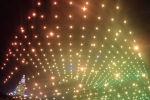 Сотни квадрокоптеров устроили представление в рамках развлекательной части программы Международной китайской индустриальной выставки, посвященной большим данным.