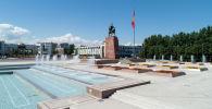 Фонтаны на площади Ала-Тоо в центре Бишкека. Архивное фото