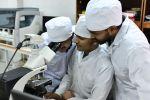 Студенты на занятиях в лаборатории. Архивное фото