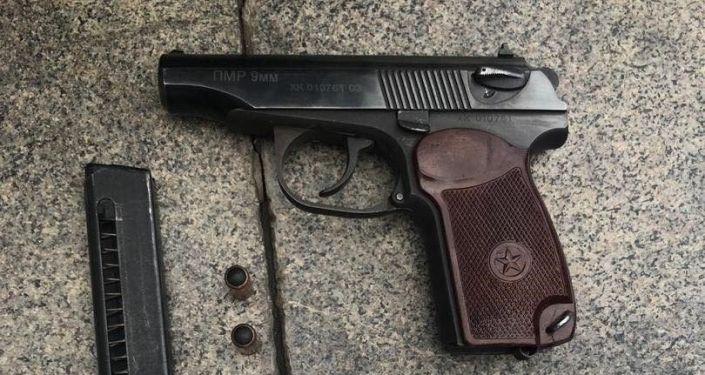 Сотрудниками четвертого отдела городской милиции УВД Октябрьского района г.Бишкек были выявлены попытки пронести оружие - травматические пистолеты на Айт намаз