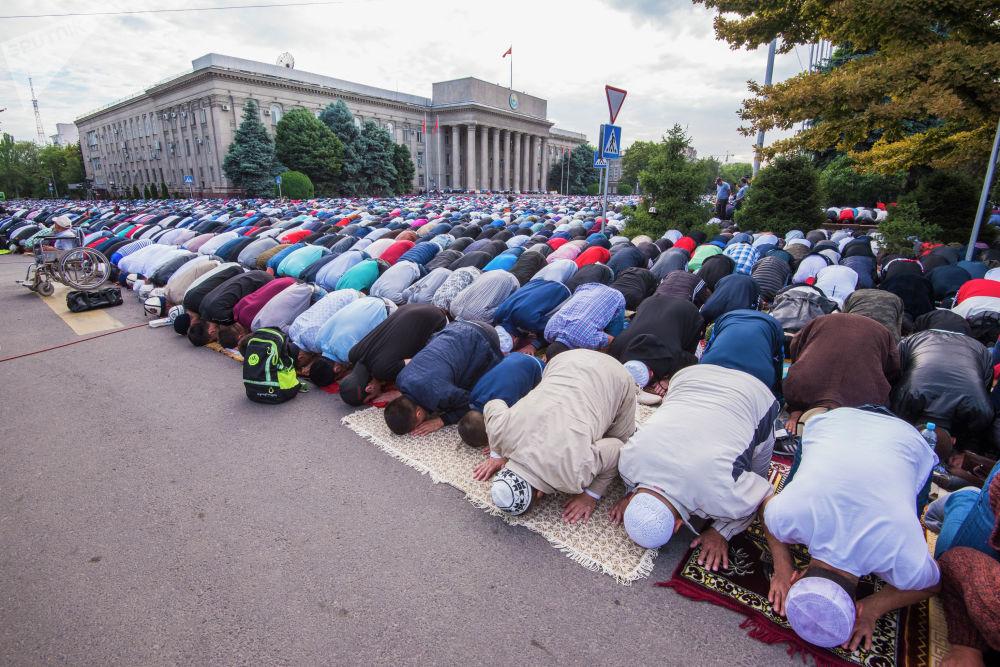30 күн орозо кармаган момун мусулмандар айт намазында