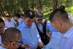 Мэр Бишкек Азиз Суракматов во время осмотра ипподрома Ак-Кула