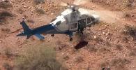 Операция по спасению 74-летней женщины в горах Аризоны (США) едва не закончилась трагедией. Видеозапись случившегося опубликована в социальных сетях.
