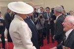 Ветеран Второй мировой войны осмелился пофлиртовать с первой леди США Меланьей Трамп на глазах у ее мужа, президента Дональда Трампа.