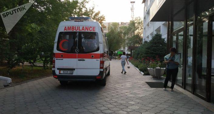 Депутата парламента КР Зарылбека Рысалиева госпитализировали в клиническую больницу Управления делами президента и правительства КР в стабильно тяжелом состоянии после возможного инсульта