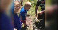 Родители решили вывезти детей на природу и взяли на рыбалку трехлетнего Брэнтли.