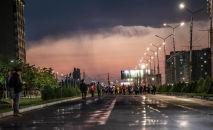 Ночной забег в Бишкеке. Архивное фото