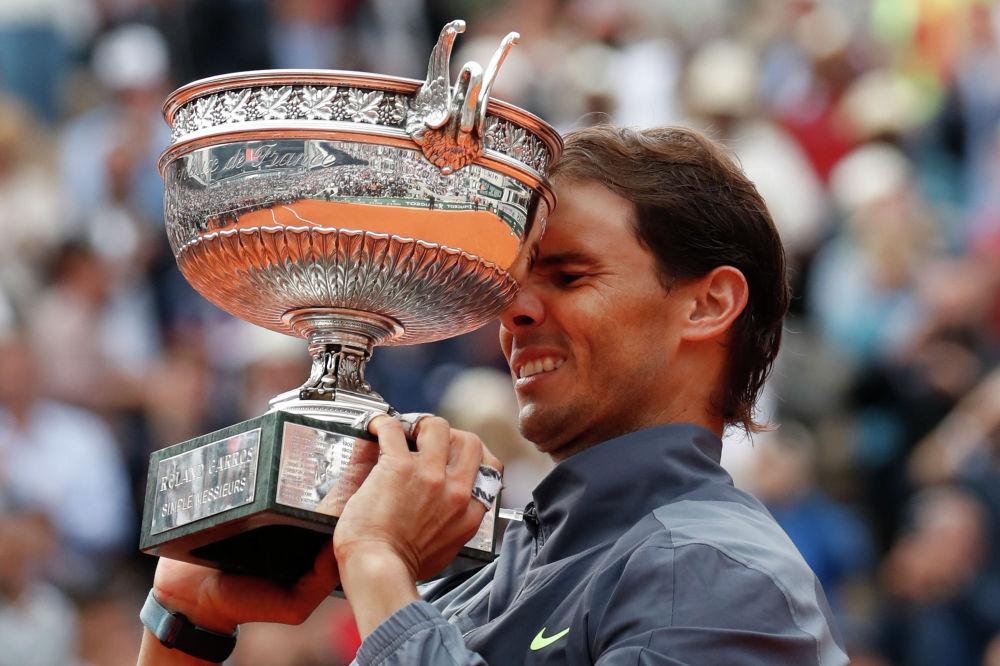 Испанский теннисист Рафаэль Надаль в финале Открытого чемпионата Франции победил австрийца Доминика Тима. Это 12-й титул испанца на Ролан Гаррос.