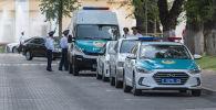 Полицейские автомобили в центре города Алматы. Архивное фото