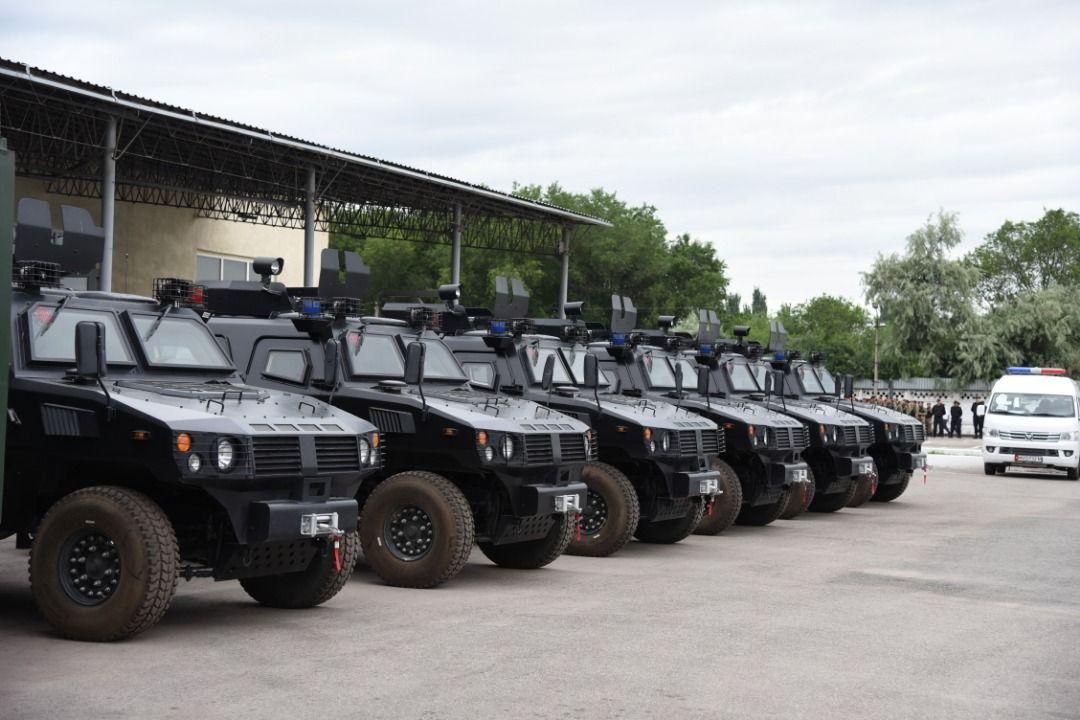 Министерство общественной безопасности Китая подарило МВД Кыргызстана автомобильную технику, в том числе бронированные полицейские машины