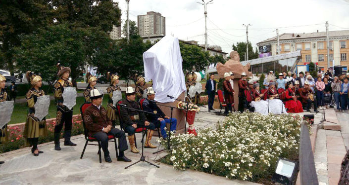 В Бишкеке прошла церемония открытия бюста известного манасчи, героя Кыргызстана Жусупа Мамая. 11 июня, 2019 года