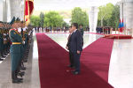 Кыргызстанга расмий сапары менен келген Монголиянын президенти Халтмаагийн Баттулга Улуттук гвардиянын Ардак кароолу менен кыргызча учурашты.