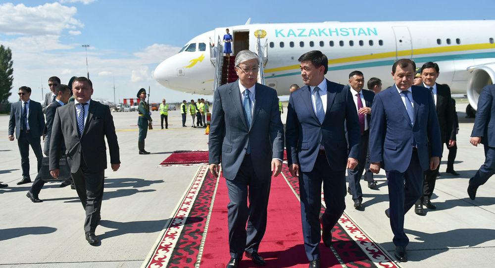 Президент Казахстана Касым-Жомарт Токаев прибыл в Кыргызстан с рабочим визитом