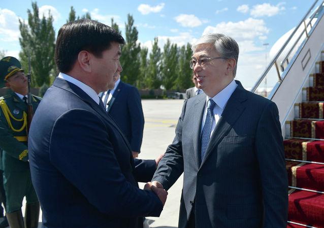 Президент Казахстана Касым-Жомарт Токаев прибыл в Кыргызстан для участия в очередном заседании Совета глав государств-членов ШОС