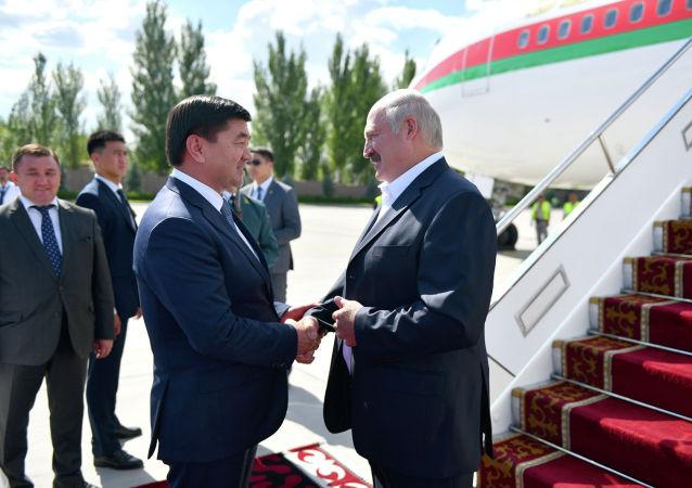 Президент Беларуси Александр Лукашенко прибыл в Кыргызстан для участия в очередном заседании Совета глав государств-членов ШОС