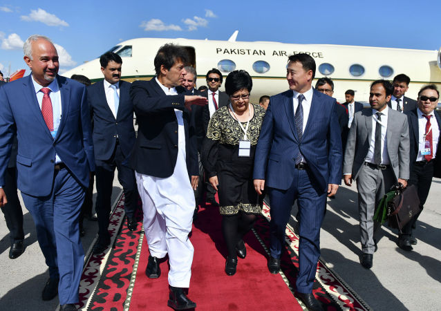 Премьер-министр Пакистана Имран Хан прибыл в Кыргызстан для участия в очередном заседании Совета глав государств-членов Шанхайской организации сотрудничества