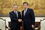 Президент Сооронбай Жээнбеков Өзбекстан лидери Шавкат Мирзиёев менен. Архивдик сүрөт