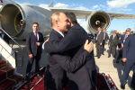 Президент Сооронбай Жээнбеков назвал российского лидера Владимира Путина самым верным другом Кыргызстана. Об этом он сказал во время двусторонней встречи, которая состоялась в здании аэропорта Манас по прибытии президента РФ.