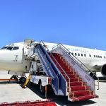Эртеси бейшембиде келчү коноктордун ичинен биринчи болуп түшкө маал Афганистандын президенти Араф Гани Boeing 737-300 учагы менен келип конду. Ал ШКУга мүчө мамлекеттердин саммитине байкоочу катары катышат. Афганистандын мамлекет башчысын вице-премьер Замирбек Аскаров тосуп алды.