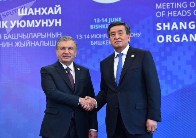 Главы стран участников заседания Совета глав государств-членов Шанхайской организации сотрудничества (ШОС) во время совместного фотографирования в Бишкеке.