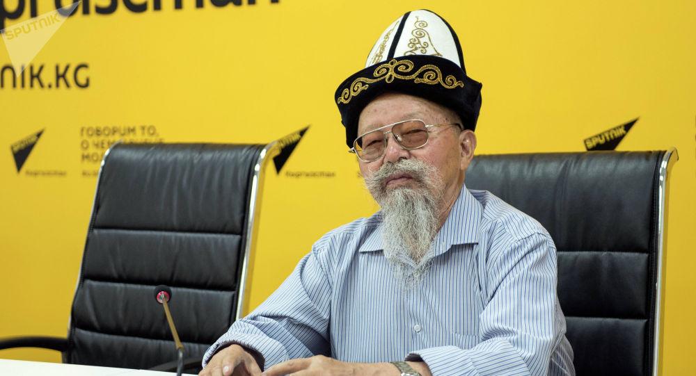 Манас жана Чыңгыз Айтматов улуттук академиясынын президенти Топчубек Тургуналиев
