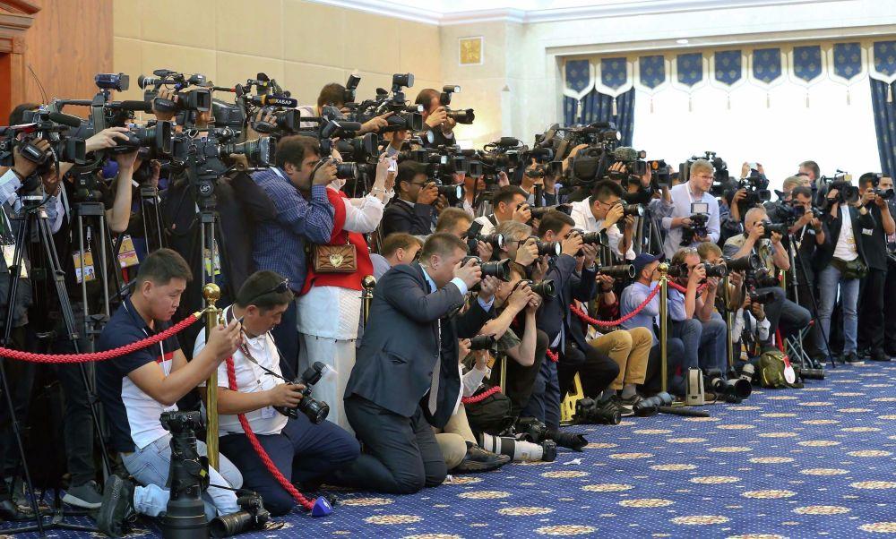 На мероприятие аккредитовались около 500 журналистов