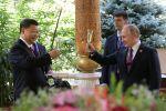 Россия президенти Владимир Путин Кытай лидери Си Цзиньпинге туулган күнүнүн урматына балмуздак менен торт белек кылды