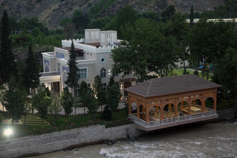 Иш-чара Душанбенин аткаруу органынын шаар четиндеги резиденциясында өттү
