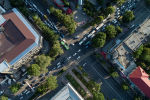 Автомобильный затор на пересечении улиц Киевской и Абдрахманова в Бишкеке с высоты