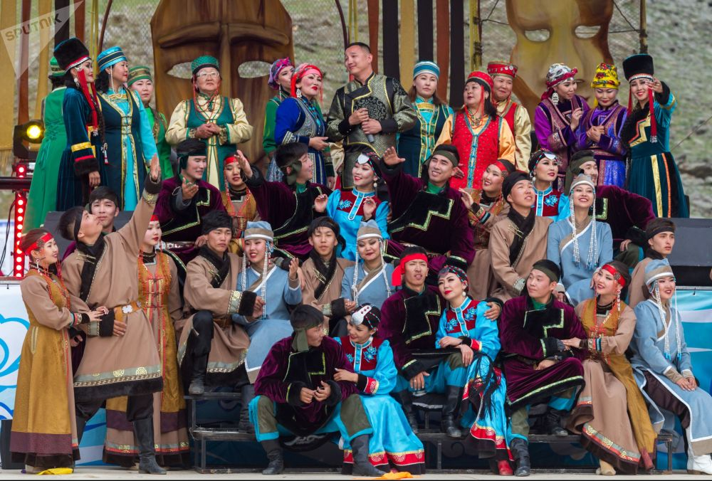 В фестивале традиционно принимают участие представители коренных народов Забайкальского края, Бурятии, Тывы и Якутии