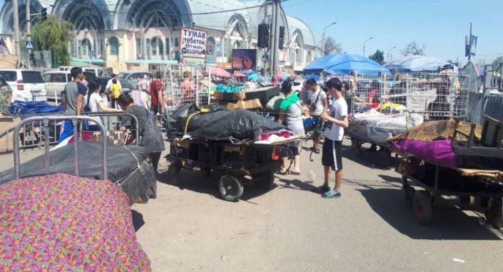 Бишкектеги Ош базарында башаламан сооданы жок кылуу