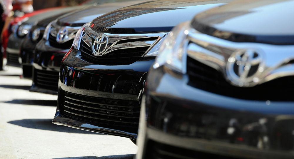 Автомобили Toyota Camry. Архивное фото