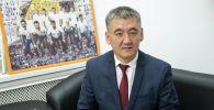 Ош мамлекеттик университетине Кудайберди Кожобеков. Архивдик сүрөт