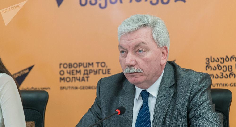 Председатель Центра грузино-российской дружбы Валерий Кварацхелия во время беседы