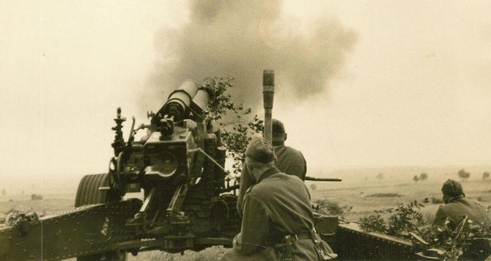 Штурм крепости поручили 45-й пехотной дивизии вермахта. Планировалось, что ее подразделения войдут в крепость после мощнейшего артобстрела. На фото: огонь ведет 210-миллимитровая мортира Мrs18.
