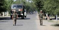 Девять групп из числа военнослужащих подразделений министерства обороны Казахстана задействованы в разминировании инфраструктуры города Арыси после серии взрывов боеприпасов на территории воинской части.