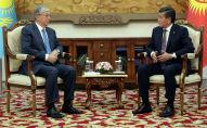 Президент Кыргызстана Сооронбай Жээнбеков во время встречи с президентом Казахстана Касым-Жомарт Токаевым. Архивное фото